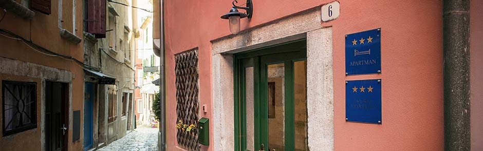 Tanga apartments rovinj street and entrance slider