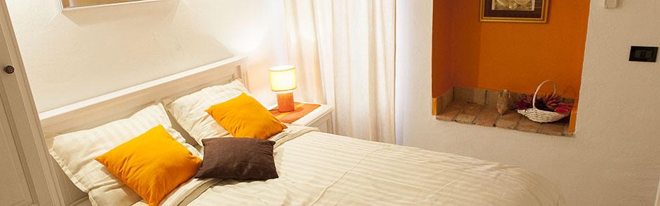 rovinj apartment_bed_orange